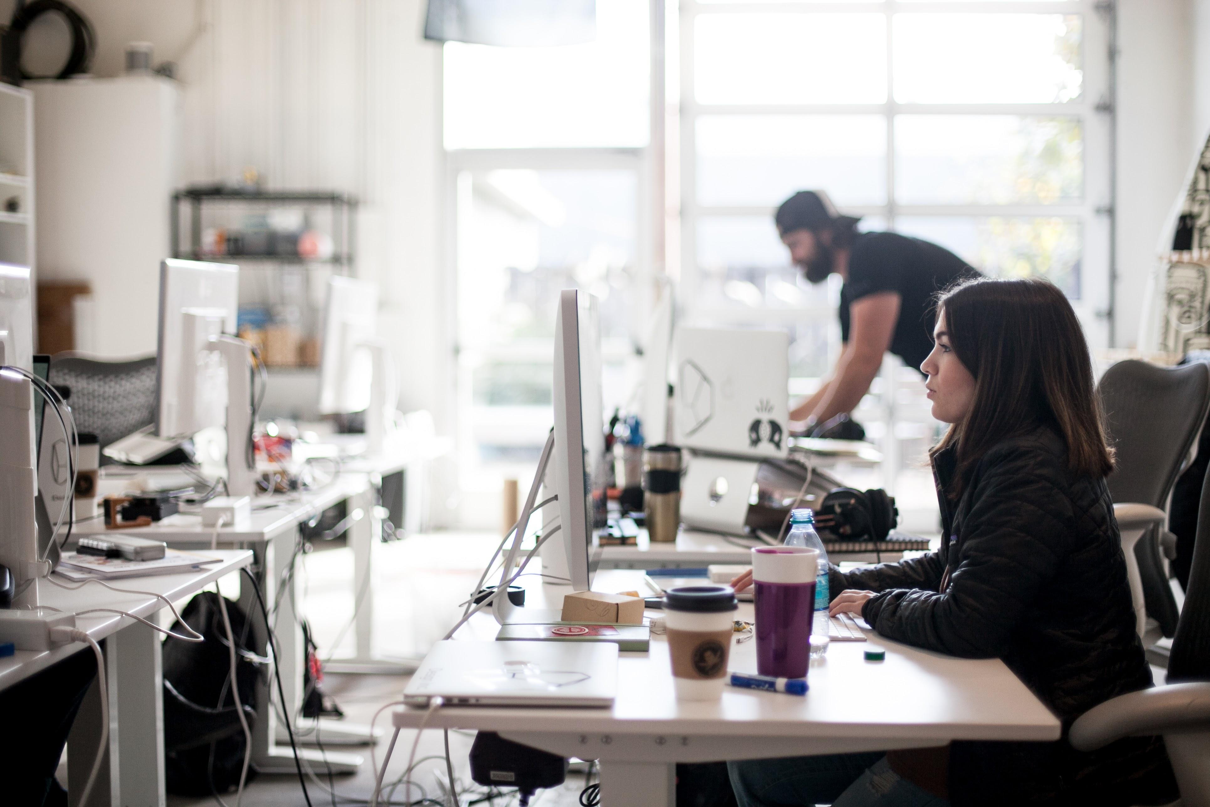 Sitzt Du Noch Oder Stehst Du Schon? Stehtische Sind Hoch Im Trend – Auch Bei Den Schweizer Coworking Spaces!